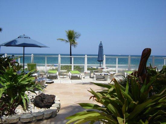 Windjammer Resort : lounging area