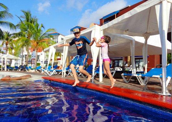El Cid Marina Beach Hotel: MARAVILLOSA DIVERSION EN LA ALBERCA
