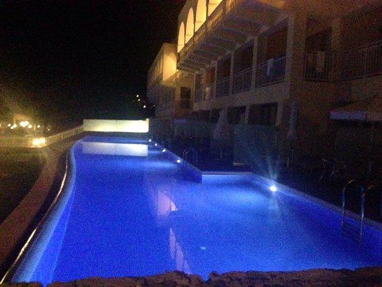 lti Louis Grand Hotel : Swim up at night