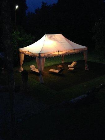 Villa Sabolini Hotel : Gezellige tuin 's avonds
