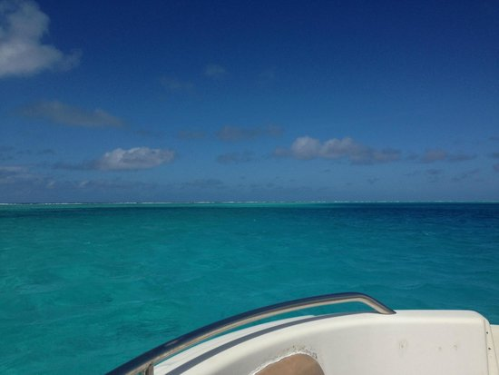 Huahine Nautique : water water everywhere
