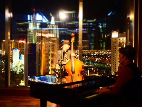 Mandarin Oriental, Las Vegas: Groovy bar entertainment
