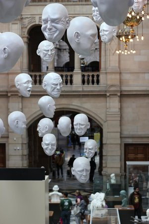 Kelvingrove Art Gallery and Museum : The famous Hanging Heads art installation