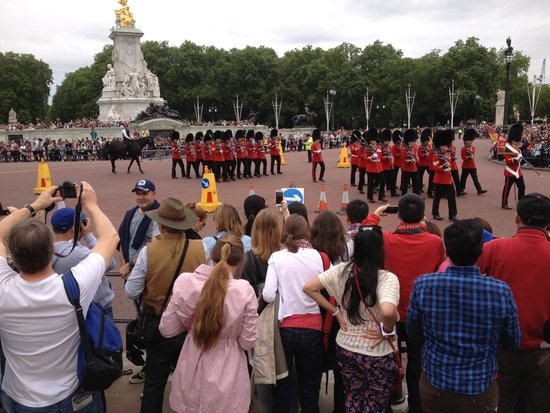 Changing of the Guard: Changinh of the Guard Buckingham Palace