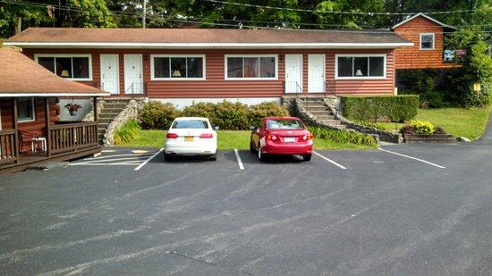 Carl's Rip Van Winkle Motor Lodge: Exterior