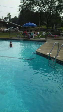Carl's Rip Van Winkle Motor Lodge: Pool