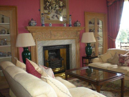 Kinloch House: sumptious sittin room
