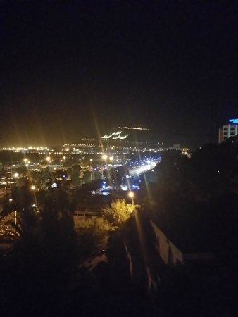 Kenzi Europa : view at night from room window