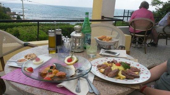 Hotel Cap Riviera: Cena vista mare