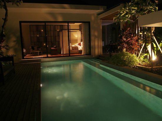 Berry Amour Romantic Villas: Mystique Villa at night
