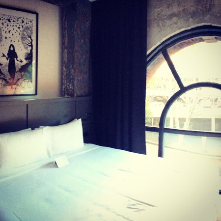 Ovolo 1888 Darling Harbour: I loved the window!