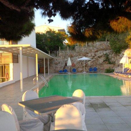 Vouliagmeni Suites: pool