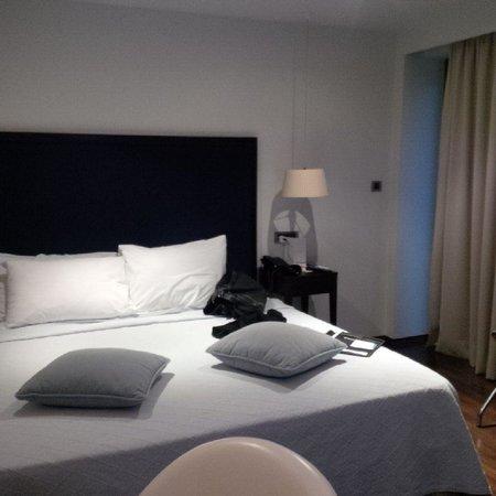 Vouliagmeni Suites: bed
