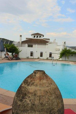 Hospedería la Era: Swimming pool at back