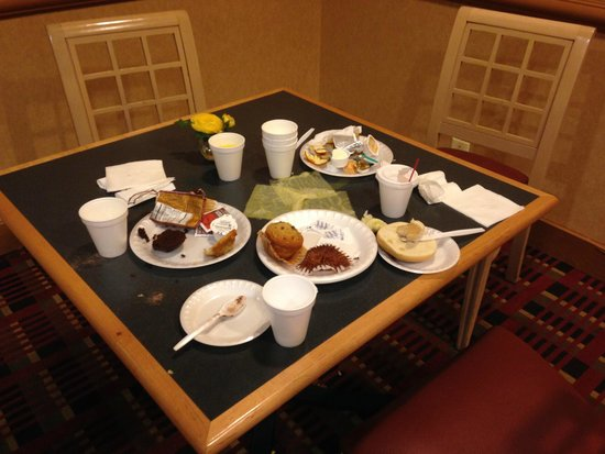 La Quinta Inn & Suites Clifton: Sometimes a guest leaves it like this, but the hotel lets it be.