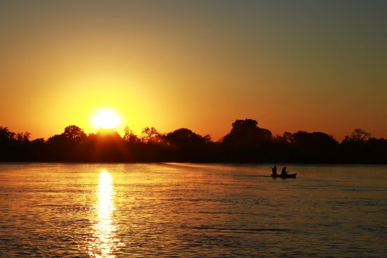 Royal Chundu Luxury Zambezi Lodges: Our sunset cruise on the Zambezi at Royal Chundu