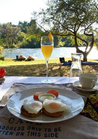 Royal Chundu Luxury Zambezi Lodges: Breakfast on our canoe trip, Royal Chundu