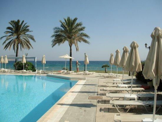 Zorbas Beach Hotel: Pool 2