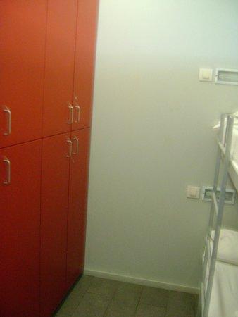 Centre Esplai Hostel: Os armarios disponiveis