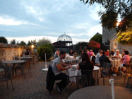 Auberge La Beursaudiere : terrasse