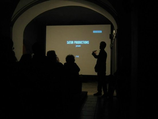 Detour : The silhouetted man on the right is giving pre-vision insights into the film that he has made ..
