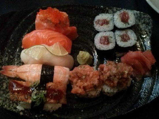 Santiagokyoto: Variado de sushi