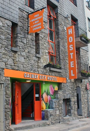 Galway City Hostel: Outside the Hostel