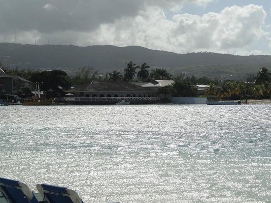 Sandals Royal Caribbean Resort and Private Island: View from Sandals Cay to main island