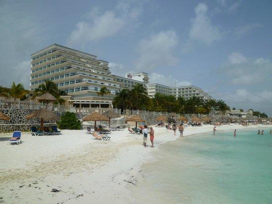 Hotel Riu Caribe: Vista externa do hotel
