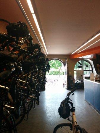 Montreal On Wheels / Ça Roule Montreal: Bike Shop