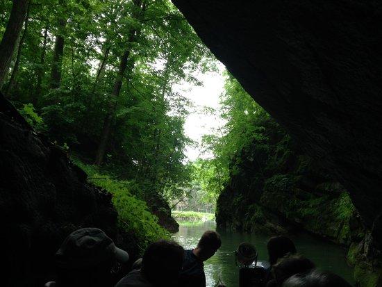 Penn's Cave & Wildlife Park: cave entrance
