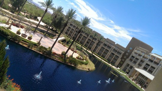JW Marriott Phoenix Desert Ridge Resort & Spa: View of the right side of the property from 3231