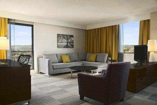 Coast Inn of the North: Premium Junior Queen Suite