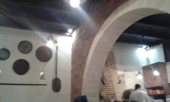 Chrisostomos: El interior del restaurante