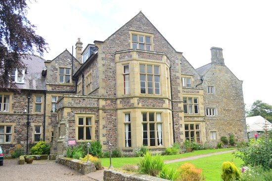 Clennell Hall Hotel: Front of the hotel