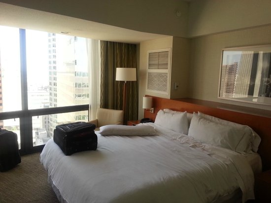 The Westin Bonaventure Hotel & Suites: King room
