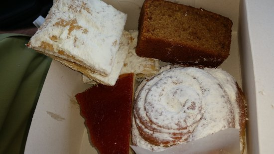 Panaderia Reposteria Monte Brisas: With cheese cake, guava pastries, carrot cake and more - still less than $5.