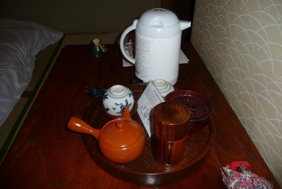 Ryokan Sawanoya: Tea in our room