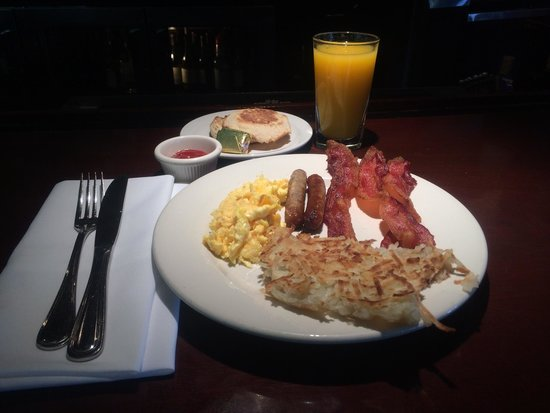 Sheraton Sunnyvale: Breakfast at FAZ