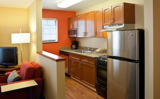 TownePlace Suites Colorado Springs Garden of the Gods : Guestroom Kitchen