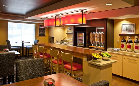 TownePlace Suites Colorado Springs Garden of the Gods : Your Breakfast Your Way. Complimentary breakfast served daily.