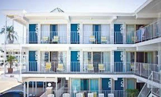 Harbor Light Family Resort: 4th Ave Side of Property