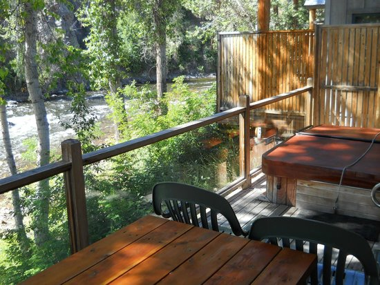 River's Edge Resort : Back deck