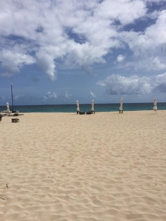 Four Seasons Resort and Residences Anguilla: Beach in front of the hotel