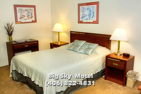 Big Sky Motel : Single Queen Bed Room