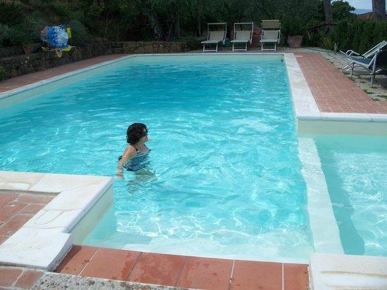 La Carreccia: piscine sur le tît du garage
