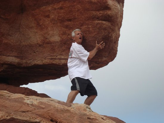 Garden of the Gods : wow, that boulder is heavy