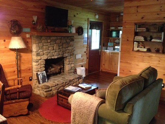 Mountain Springs Cabins: Inside of our cabin