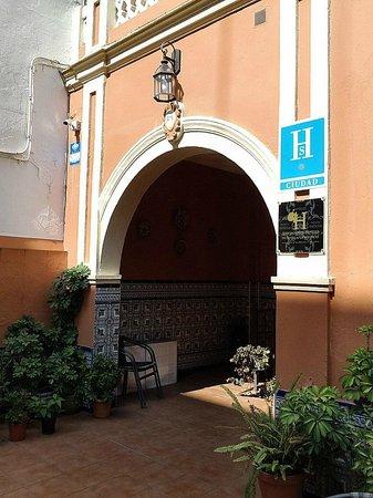 Hostal San Vicente II: Main entrance