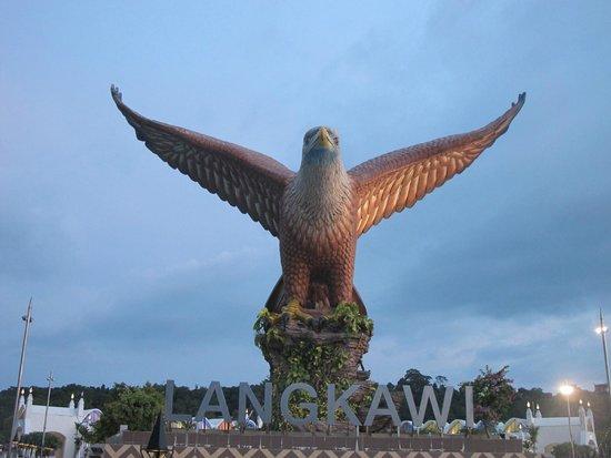 Dataran Lang: Орел вблизи